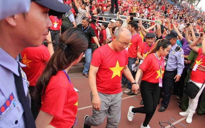 Thầy Park có thắng được 'lời mỉa mai' của Kiatisak? Ảnh 2