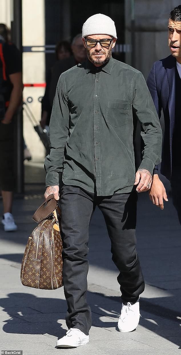 Victoria Beckham sánh đôi bên ông xã, rời Paris bằng máy bay phản lực Ảnh 8