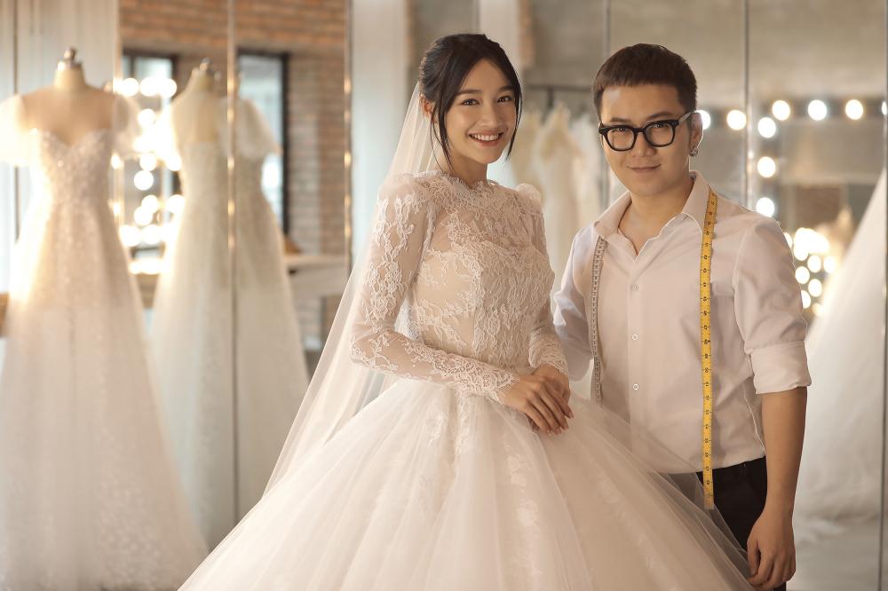 Trường Giang phản ứng khi Nhã Phương muốn mang giày bệt cho xứng đôi trong lễ cưới cổ tích Ảnh 3