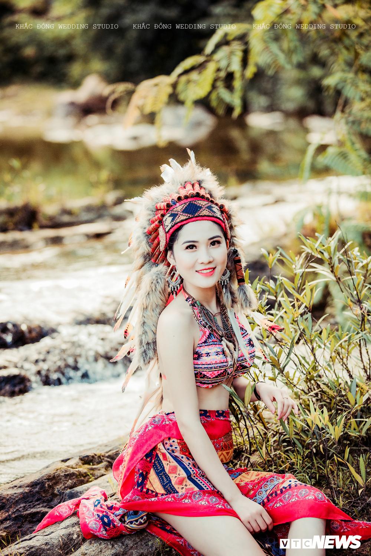 Cặp đôi Hà Tĩnh chụp ảnh cưới phong cách thổ dân đẹp rực rỡ Ảnh 11