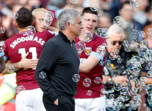 M.U thua đậm West Ham, ghế Mourinho lung lay Ảnh 1