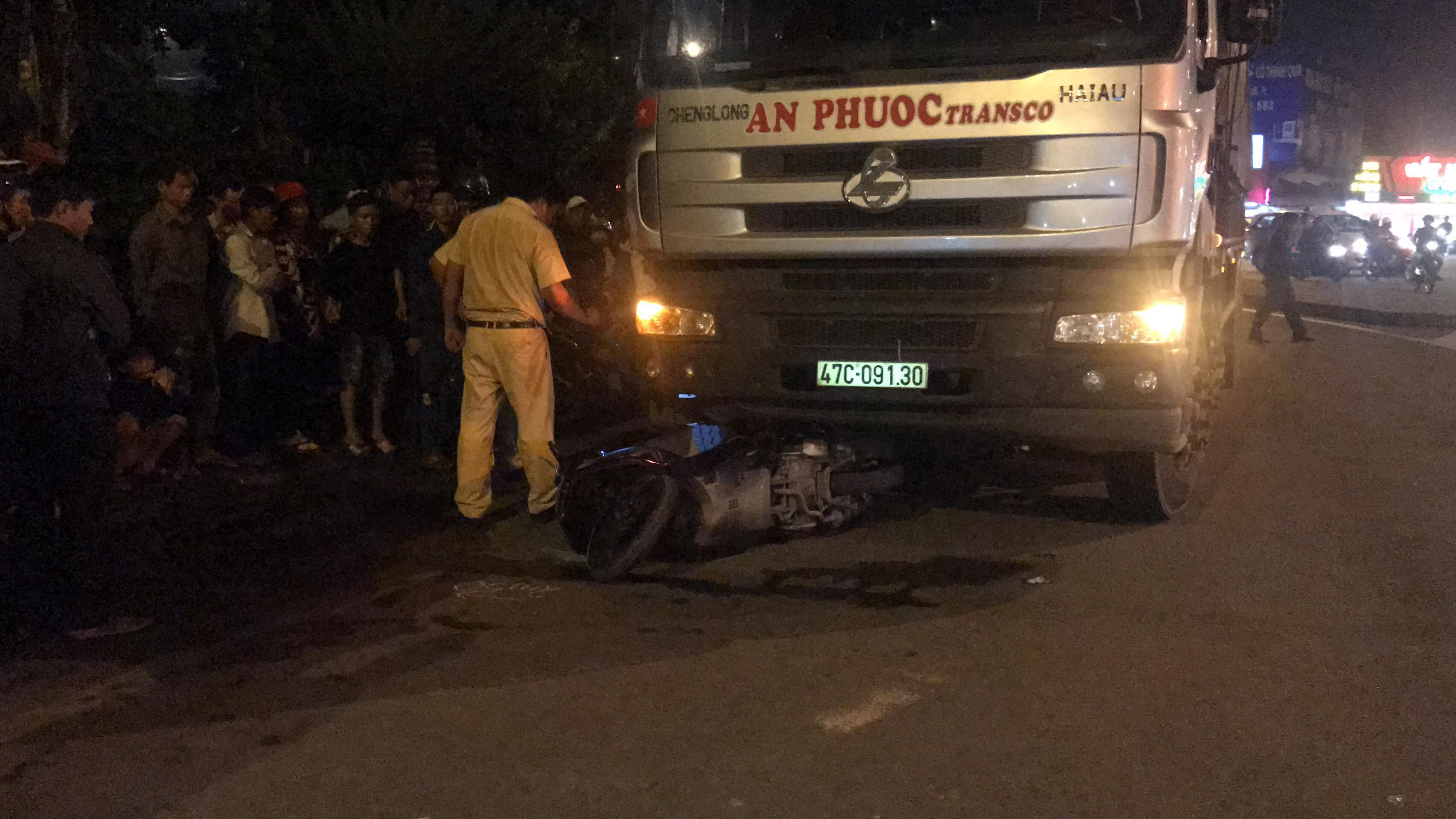 Bị xe tải kéo lê trên đường, nam thanh niên tử vong Ảnh 2