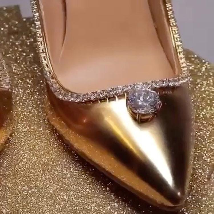 Đôi giày cao gót nạm gần 240 viên kim cương khiến mọi cô gái 'phát thèm' Ảnh 3