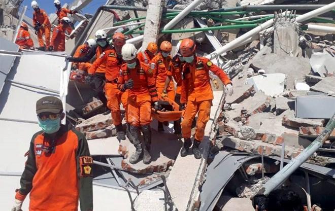 Những hình ảnh ám ảnh về thảm họa động đất, sóng thần ở Indonesia Ảnh 3