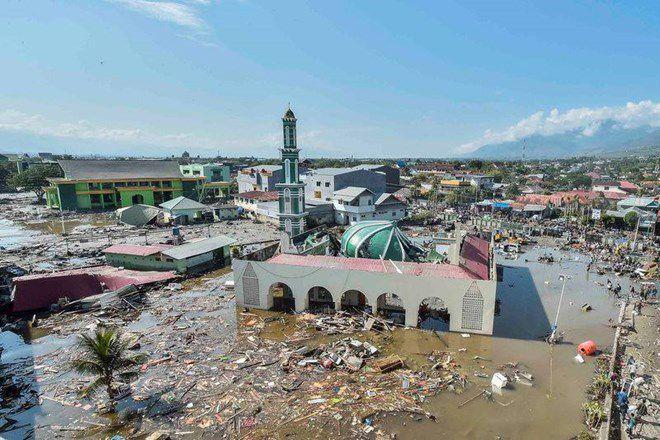 Những hình ảnh ám ảnh về thảm họa động đất, sóng thần ở Indonesia Ảnh 1