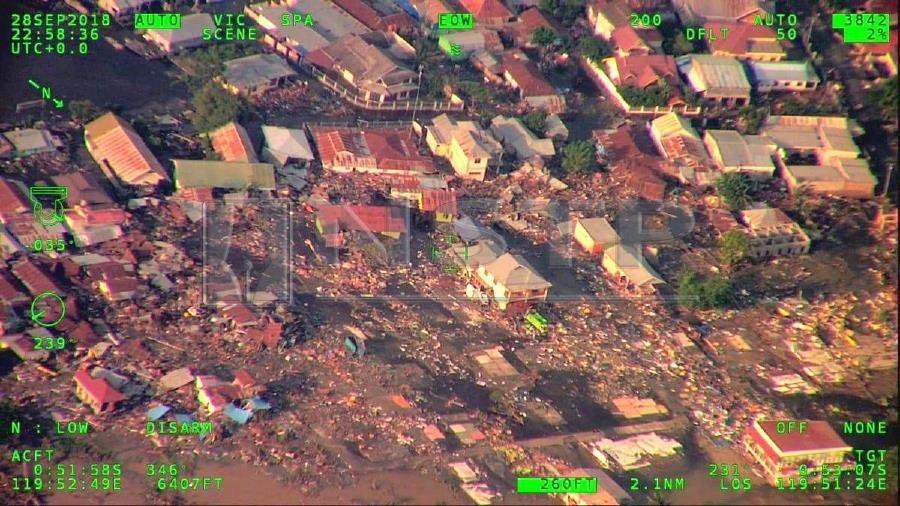 Viễn cảnh đau thương đè nặng lên người dân Indonesia sau thảm họa sóng thần Ảnh 1