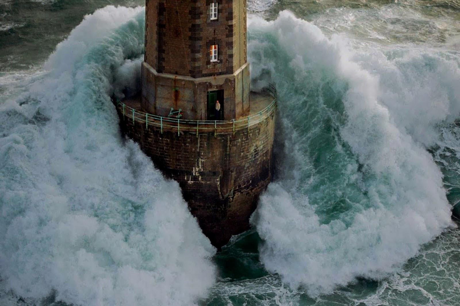 Ngọn hải đăng nổi tiếng nhờ bức ảnh khiến người xem lạnh gáy Ảnh 5
