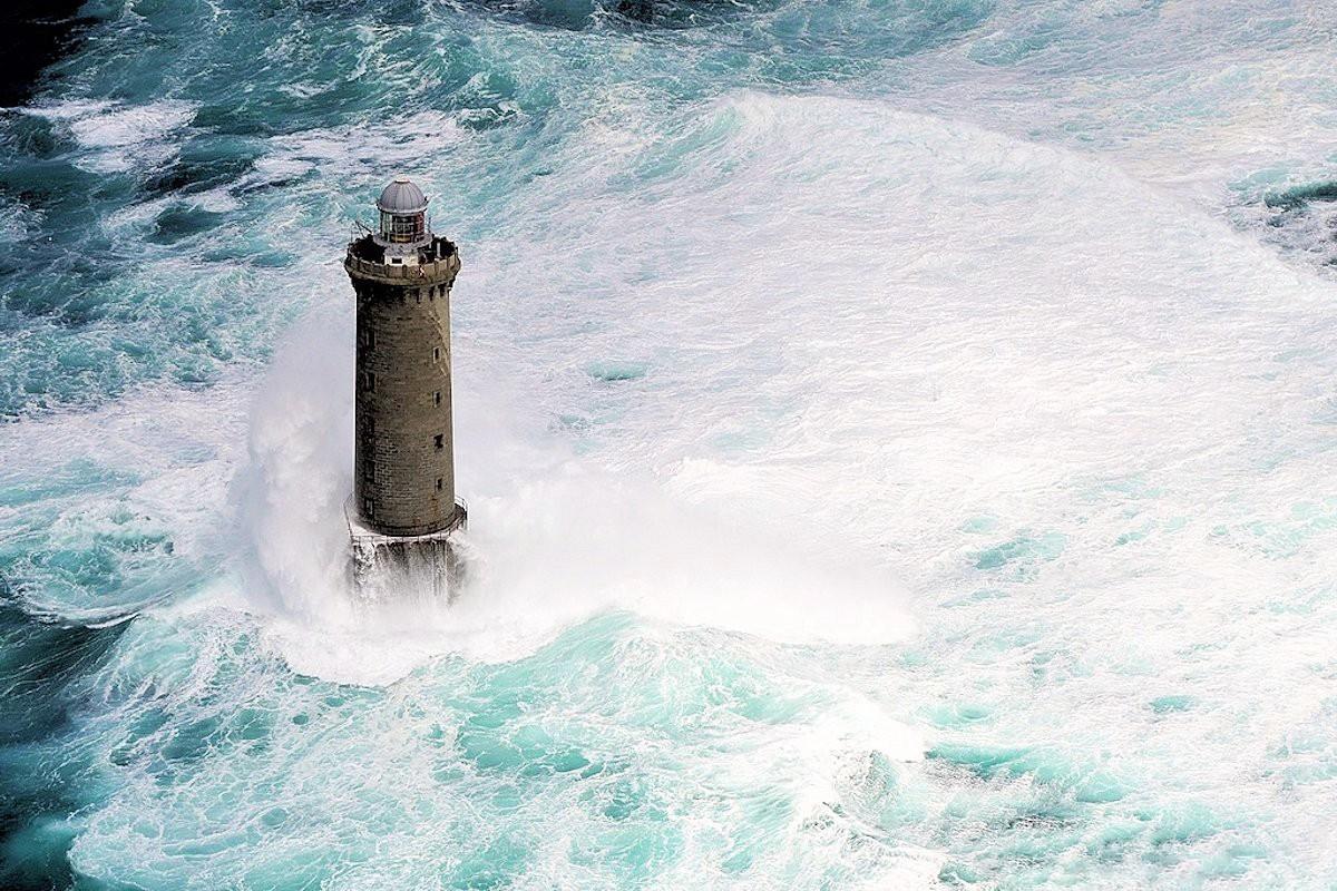 Ngọn hải đăng nổi tiếng nhờ bức ảnh khiến người xem lạnh gáy Ảnh 10