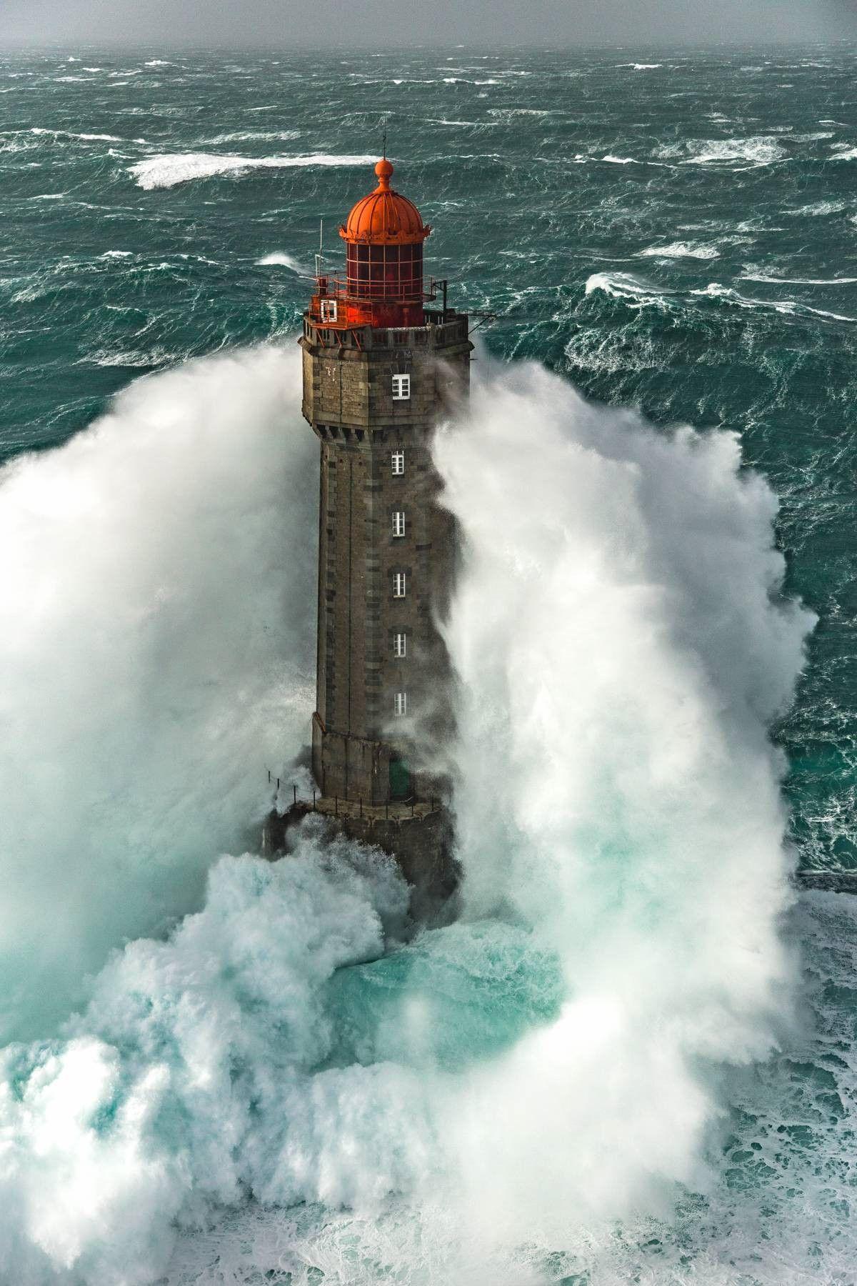 Ngọn hải đăng nổi tiếng nhờ bức ảnh khiến người xem lạnh gáy Ảnh 4