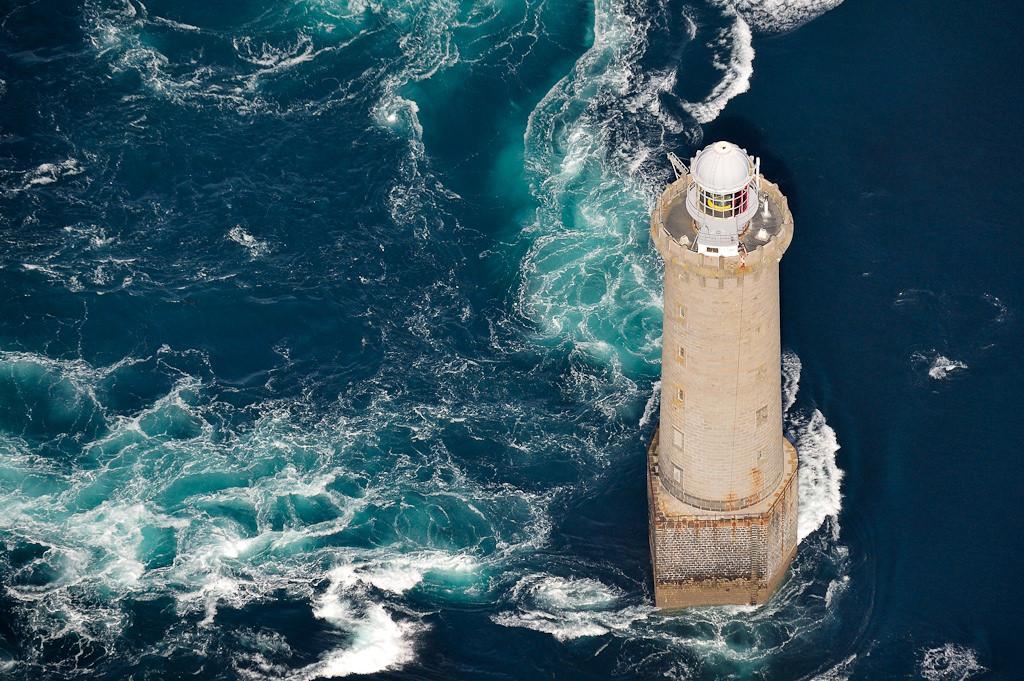 Ngọn hải đăng nổi tiếng nhờ bức ảnh khiến người xem lạnh gáy Ảnh 7