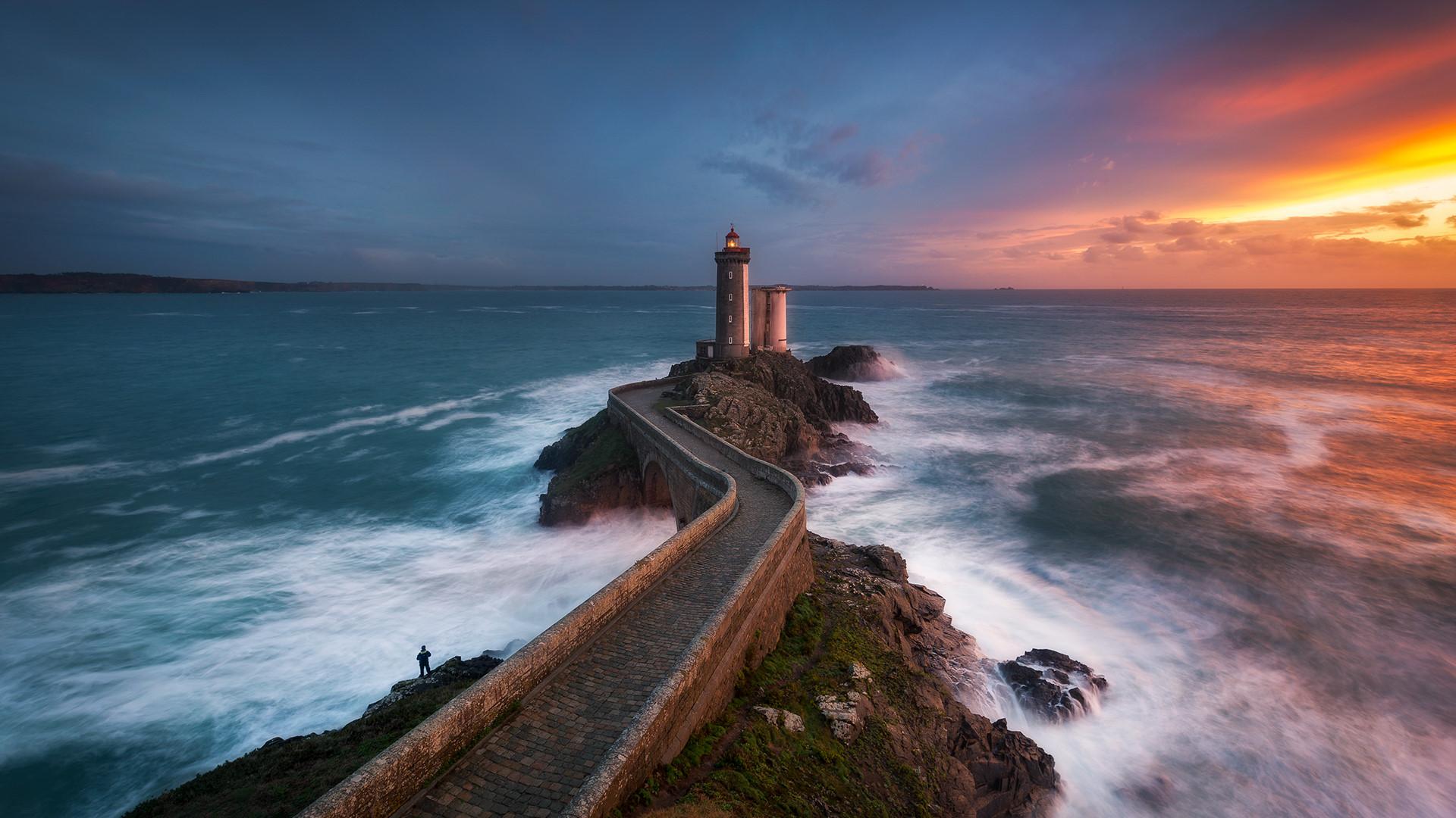 Ngọn hải đăng nổi tiếng nhờ bức ảnh khiến người xem lạnh gáy Ảnh 2