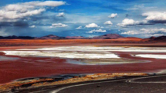Bí mật trăm năm trong hồ nước 'kinh dị' đỏ rực như máu nổi tiếng Ảnh 2