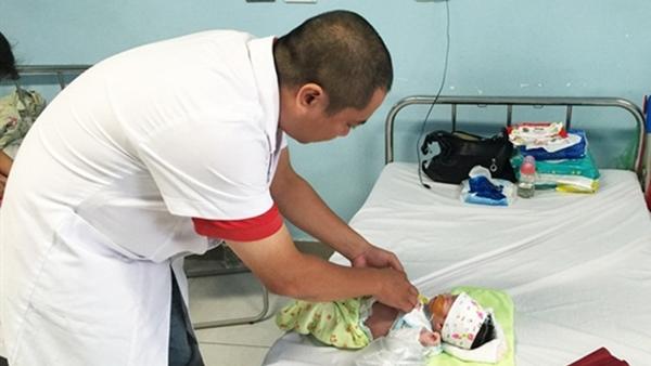 Bé trai 5 ngày tuổi bị cắt 80cm ruột vì điều cha mẹ ít để ý Ảnh 1