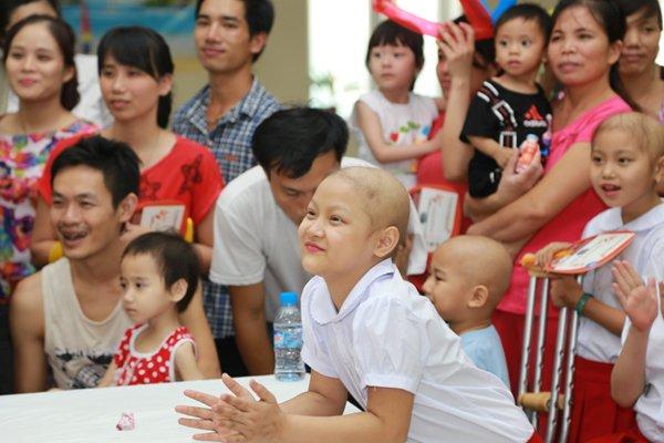 Bố mẹ từ chối điều trị ung thư, quyết ôm con về khiến bác sĩ BV K bất lực Ảnh 2
