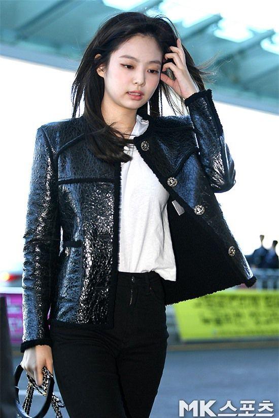 Đẳng cấp như Jennie (Black Pink) ra sân bay: Đơn giản nhưng vẫn đẹp hoàn hảo, sang chảnh như dự sự kiện Ảnh 9