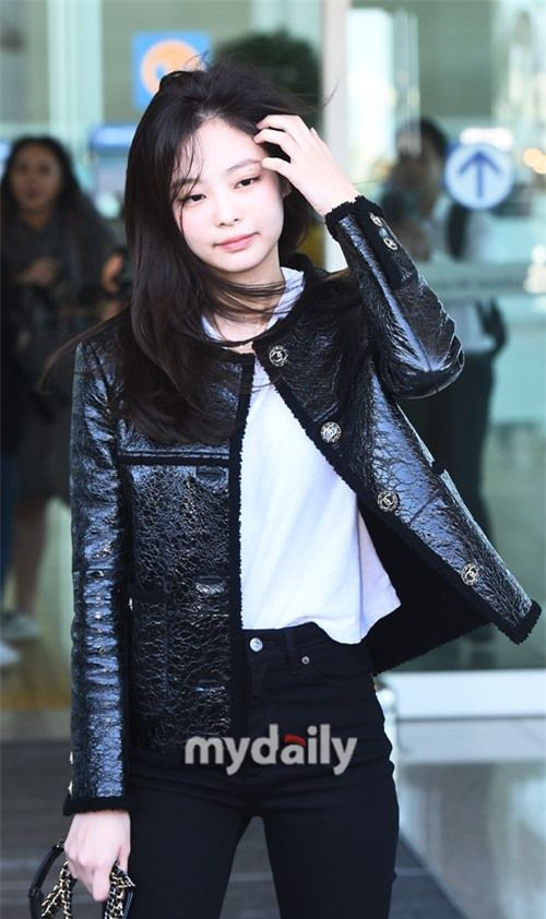 Đẳng cấp như Jennie (Black Pink) ra sân bay: Đơn giản nhưng vẫn đẹp hoàn hảo, sang chảnh như dự sự kiện Ảnh 8