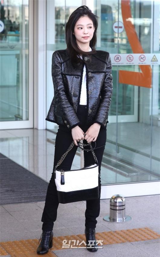 Đẳng cấp như Jennie (Black Pink) ra sân bay: Đơn giản nhưng vẫn đẹp hoàn hảo, sang chảnh như dự sự kiện Ảnh 4