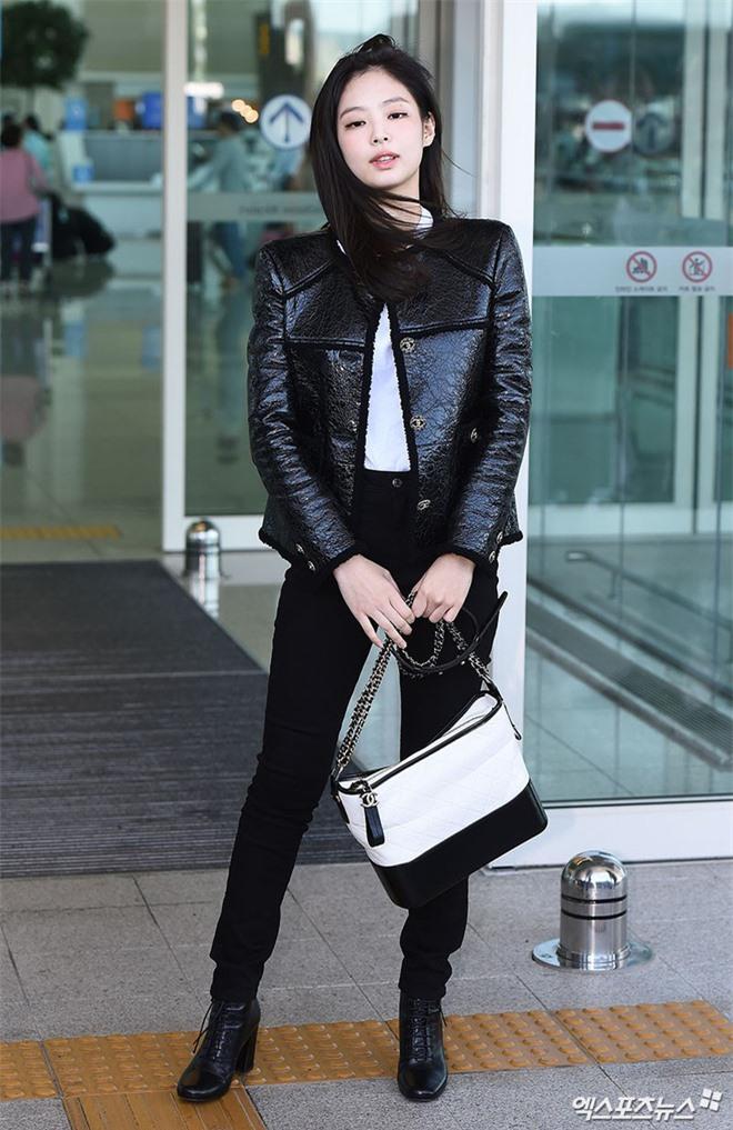 Đẳng cấp như Jennie (Black Pink) ra sân bay: Đơn giản nhưng vẫn đẹp hoàn hảo, sang chảnh như dự sự kiện Ảnh 5