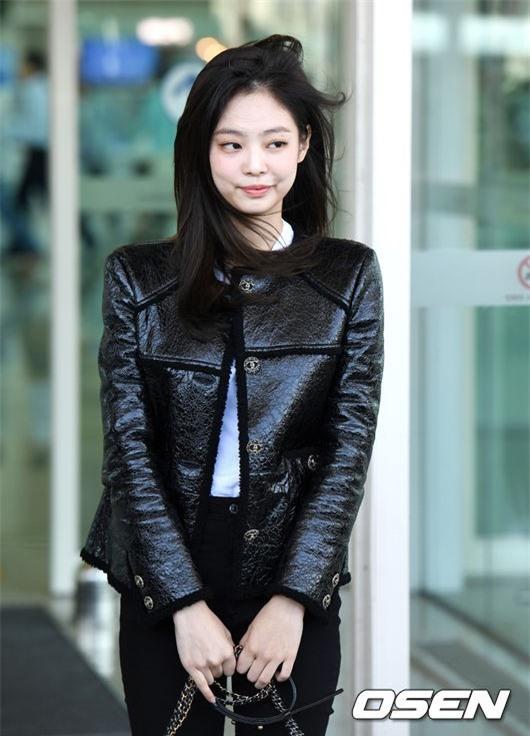 Đẳng cấp như Jennie (Black Pink) ra sân bay: Đơn giản nhưng vẫn đẹp hoàn hảo, sang chảnh như dự sự kiện Ảnh 12