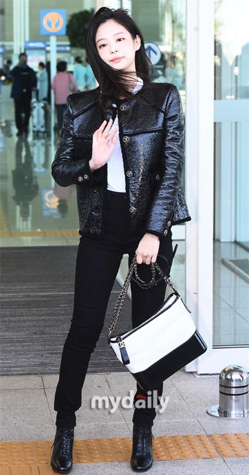 Đẳng cấp như Jennie (Black Pink) ra sân bay: Đơn giản nhưng vẫn đẹp hoàn hảo, sang chảnh như dự sự kiện Ảnh 6