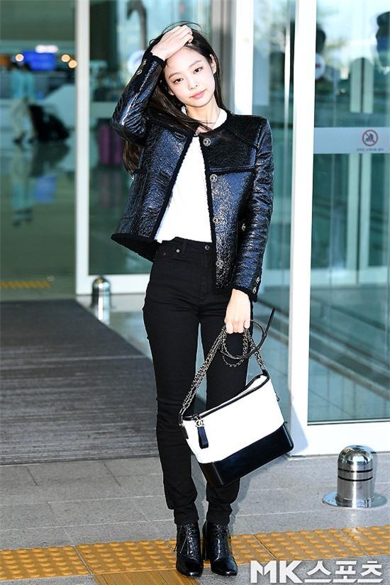 Đẳng cấp như Jennie (Black Pink) ra sân bay: Đơn giản nhưng vẫn đẹp hoàn hảo, sang chảnh như dự sự kiện Ảnh 3