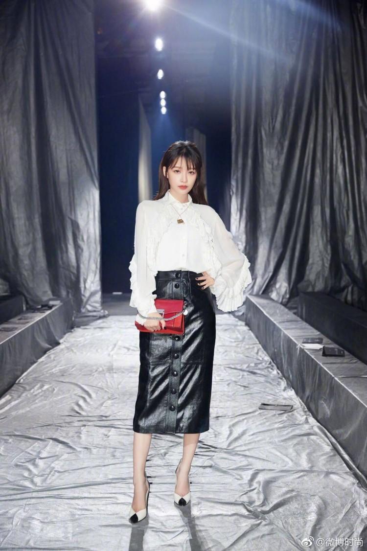 Paris Fashion Week: Madonna sang trọng ở tuổi 60 - Vương Nguyên lịch lãm bên Jung Ryeo Won và Lâm Y Thần Ảnh 31