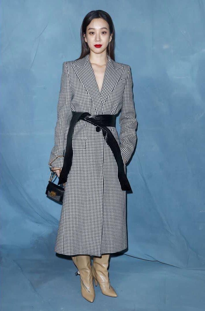 Paris Fashion Week: Madonna sang trọng ở tuổi 60 - Vương Nguyên lịch lãm bên Jung Ryeo Won và Lâm Y Thần Ảnh 3
