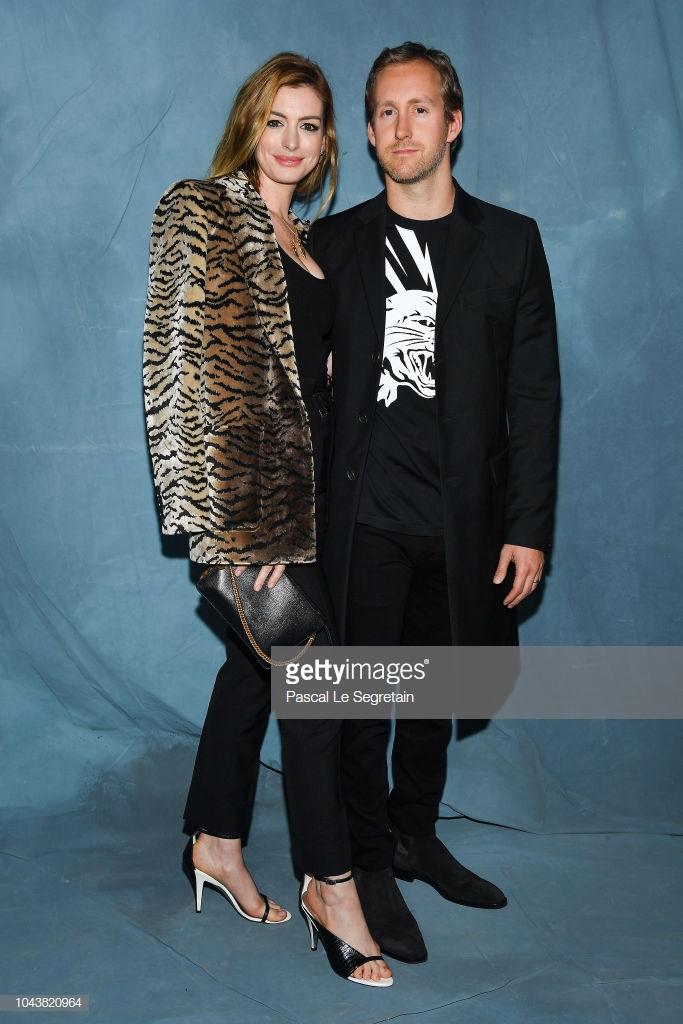 Paris Fashion Week: Madonna sang trọng ở tuổi 60 - Vương Nguyên lịch lãm bên Jung Ryeo Won và Lâm Y Thần Ảnh 22