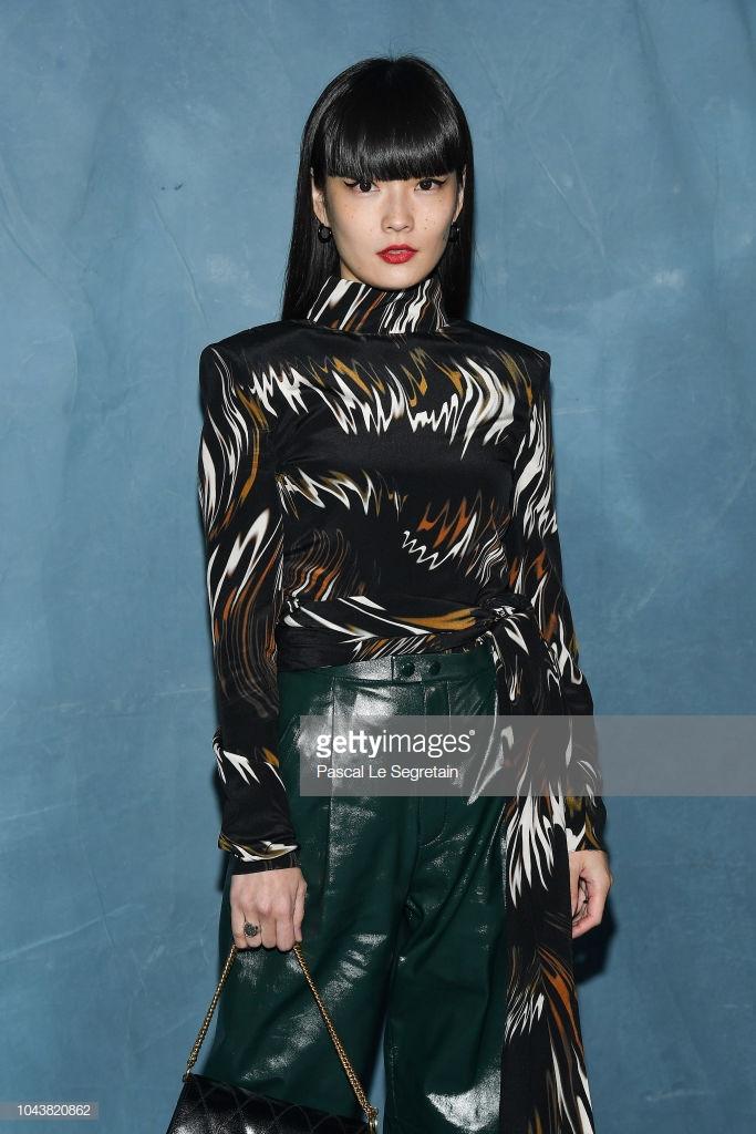 Paris Fashion Week: Madonna sang trọng ở tuổi 60 - Vương Nguyên lịch lãm bên Jung Ryeo Won và Lâm Y Thần Ảnh 20