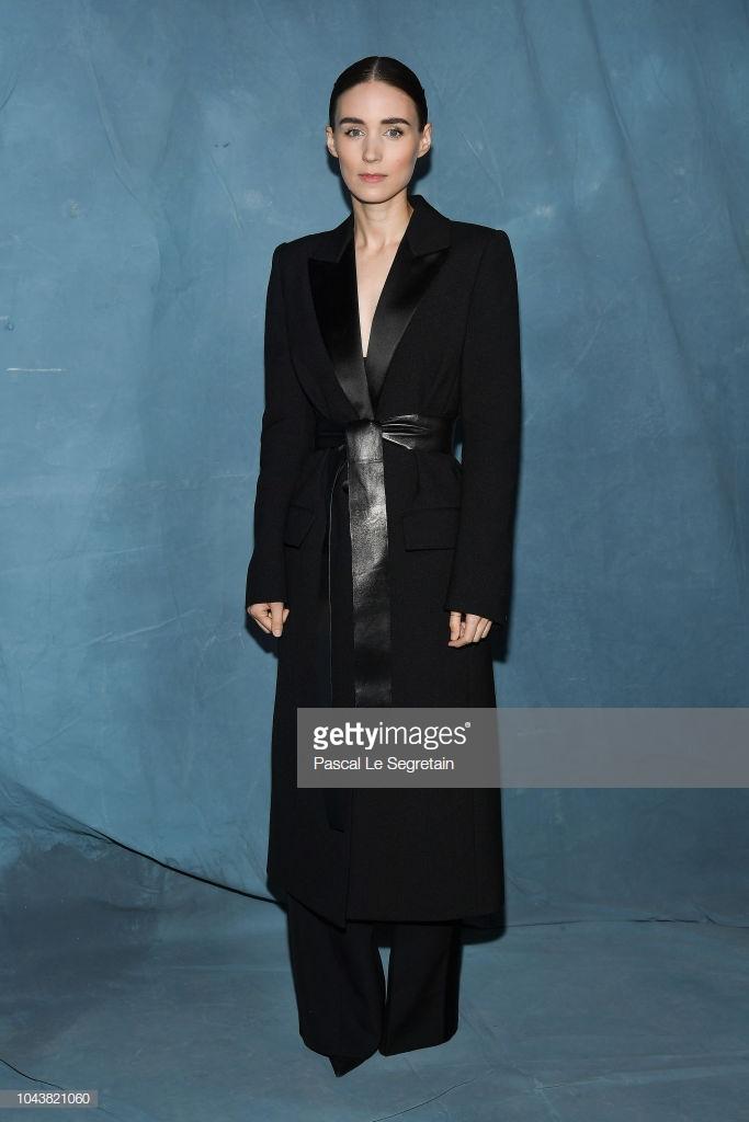 Paris Fashion Week: Madonna sang trọng ở tuổi 60 - Vương Nguyên lịch lãm bên Jung Ryeo Won và Lâm Y Thần Ảnh 24