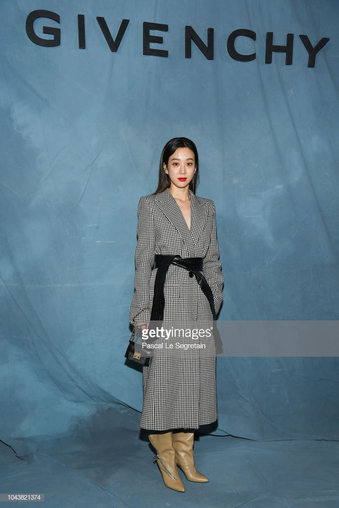 Paris Fashion Week: Madonna sang trọng ở tuổi 60 - Vương Nguyên lịch lãm bên Jung Ryeo Won và Lâm Y Thần Ảnh 1