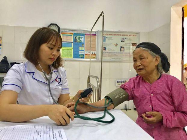 Việt Nam có tốc độ già hóa dân số nhanh nhất thế giới, đối diện với gánh nặng bệnh tật kép Ảnh 1