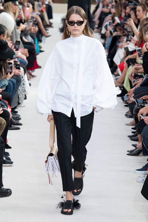 Loạt thiết kế đậm chất công sở khó bỏ qua tại Paris Fashion Week Ảnh 5