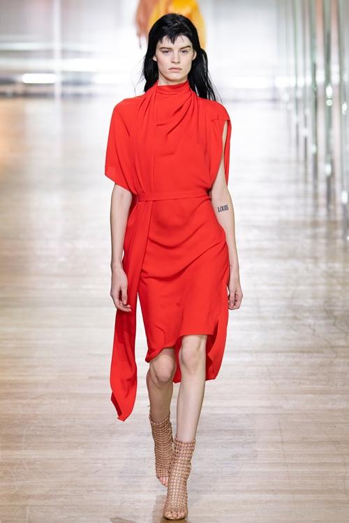 Loạt thiết kế đậm chất công sở khó bỏ qua tại Paris Fashion Week Ảnh 14