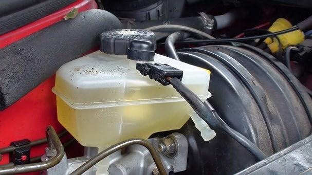 'Thời điểm vàng' để thay dầu nhớt ô tô cực chuẩn Ảnh 3