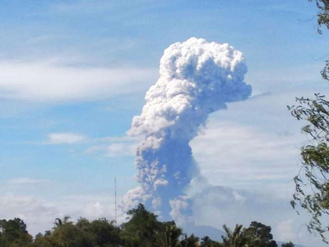 Đảo Suwalesi của Indonesia lại dữ dội núi lửa phun trào trong thảm họa kép Ảnh 1