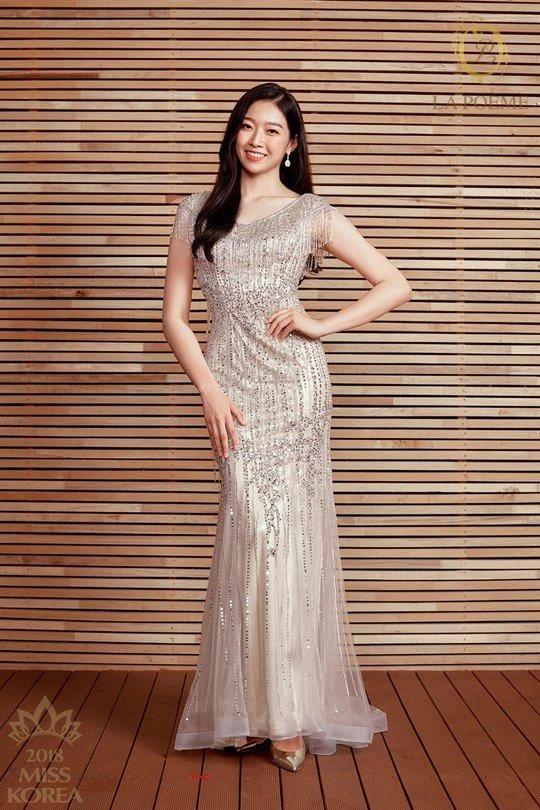 Tân Hoa hậu Hàn Quốc mặc xấu trên thảm đỏ gây tranh cãi Ảnh 9