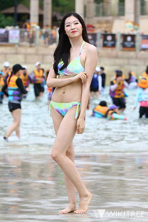 Tân Hoa hậu Hàn Quốc mặc xấu trên thảm đỏ gây tranh cãi Ảnh 8