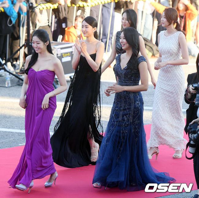 Tân Hoa hậu Hàn Quốc mặc xấu trên thảm đỏ gây tranh cãi Ảnh 5