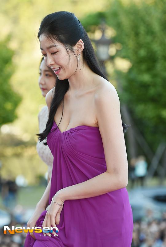 Tân Hoa hậu Hàn Quốc mặc xấu trên thảm đỏ gây tranh cãi Ảnh 3