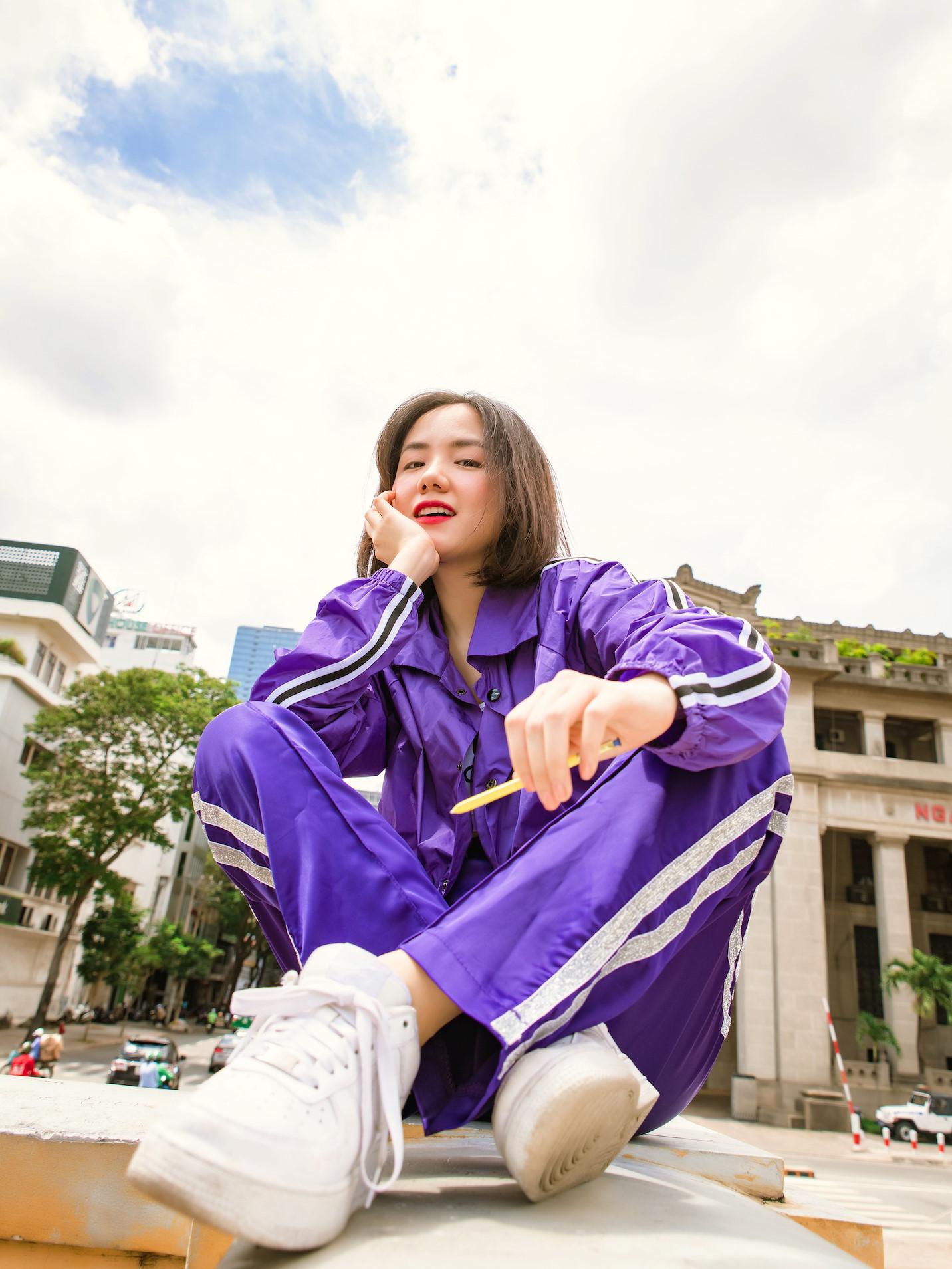Học sao Việt cách tạo dáng độc lạ hút nghìn like Ảnh 2
