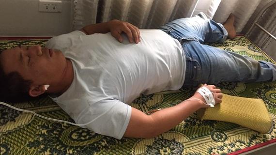 Hai bên xô xát, một người bị đánh gục trước cổng UBND xã