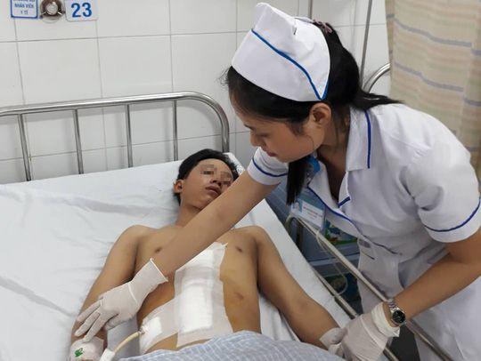 Bị tai nạn giao thông, gan trái thanh niên 18 tuổi gần đứt lìa