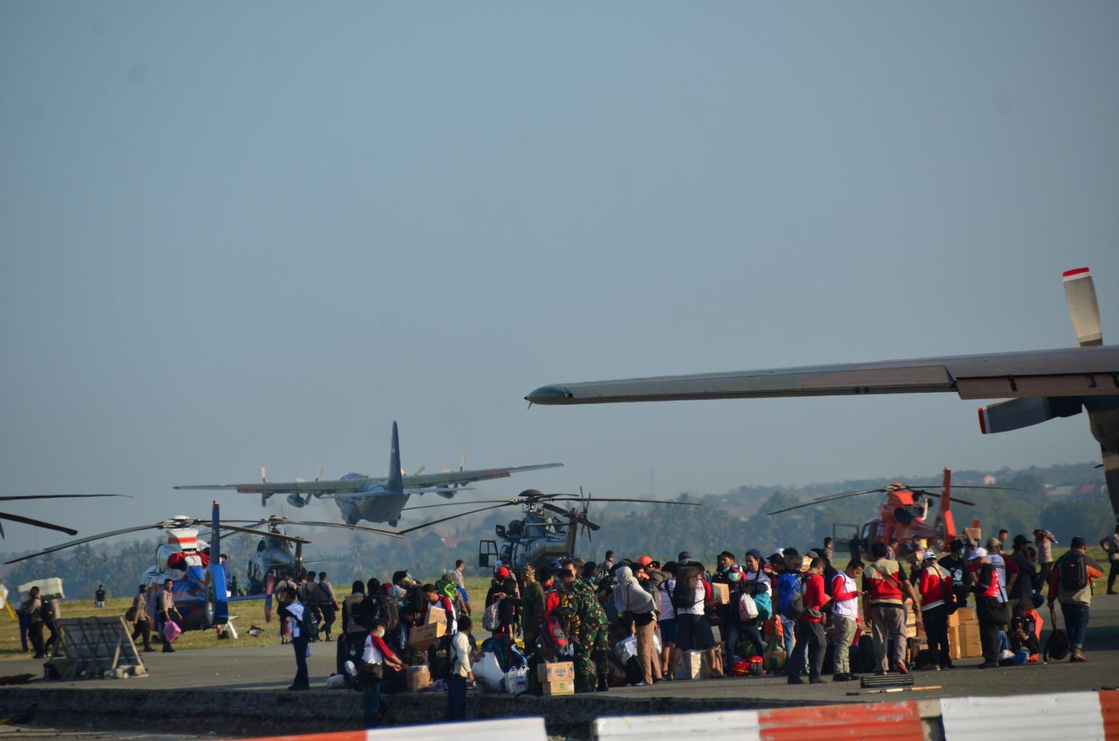 Thảm họa kép Indonesia: Ghi nhận của PV từ đầu cầu cứu trợ hàng không Palu Ảnh 2