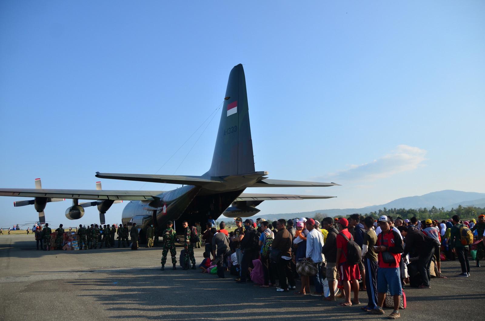 Thảm họa kép Indonesia: Ghi nhận của PV từ đầu cầu cứu trợ hàng không Palu Ảnh 3