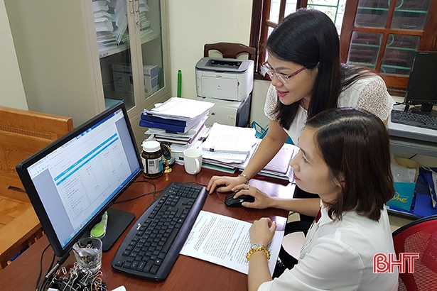 Nữ cán bộ bảo hiểm xã hội tận tụy với công việc Ảnh 2