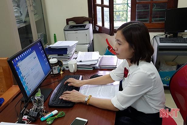 Nữ cán bộ bảo hiểm xã hội tận tụy với công việc Ảnh 3