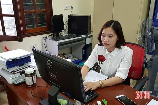 Nữ cán bộ bảo hiểm xã hội tận tụy với công việc Ảnh 1