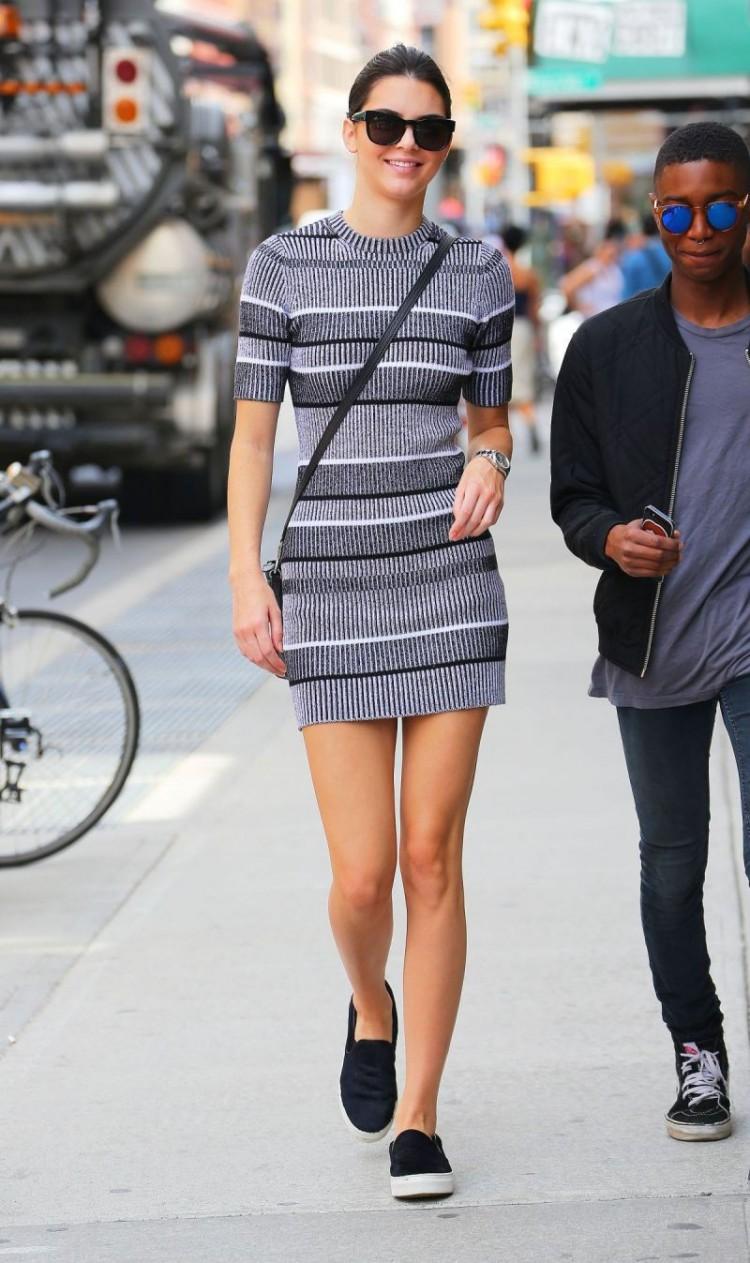 Cùng một chiếc váy nhưng Rosé (Black Pink) chẳng hề kém cạnh siêu mẫu Kendall Jenner Ảnh 1