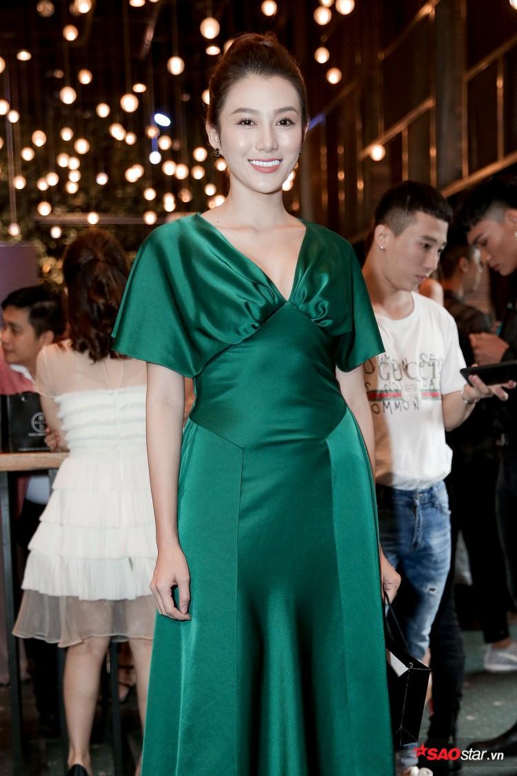 Minh Tú khoe chân thon, vòng một đầy đặn khi công bố mình là đại diện tại Hoa hậu Siêu quốc gia Ảnh 11